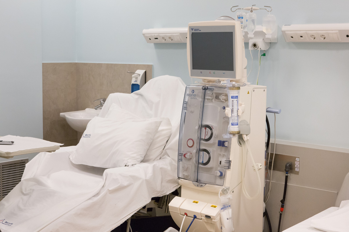 Positive dialysis room